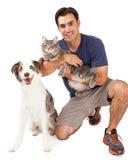 Knappe Mens met Hond en Kat Stock Fotografie