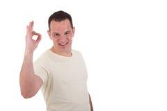 Knappe mens met wapen dat in o.k. teken wordt opgeheven, Royalty-vrije Stock Afbeelding