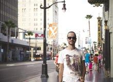 Knappe mens met zonnebril Royalty-vrije Stock Foto's
