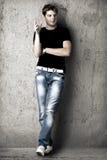 Knappe sexy mens in zwarte t-shirt Stock Fotografie