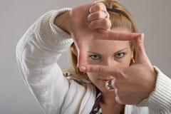 Knappe toevallige jonge vrouw Stock Foto