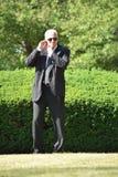 Knappe Veiligheidsagent Hearing Walking royalty-vrije stock foto's