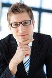 Knappe zakenman die glazen draagt Royalty-vrije Stock Afbeeldingen