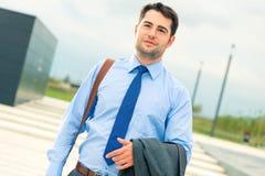 Knappe zakenman of manager die naar huis gaan royalty-vrije stock fotografie