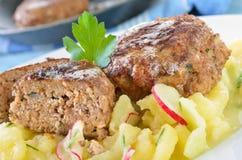Knapperige bruine gebraden vleesballetjes Stock Foto's