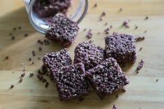 Knapperige riceberry snack royalty-vrije stock afbeeldingen