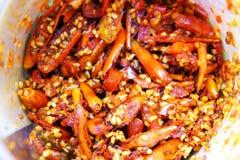 Knapperige rode Spaanse peper of gebraden Spaanse peper met zout voor snack stock foto