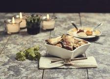 Knapperige samosas die in de oven wordt gemaakt stock afbeeldingen