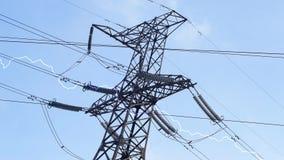 Knastra pylon för elektricitet stock video