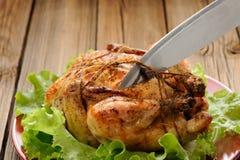 Knechtschaft shibari briet Huhn auf dem hölzernen Hintergrund und schnitt Co lizenzfreies stockfoto