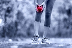Knee Injury - sports running knee injuries on woman Stock Photography