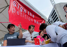 Kneget och korruption protesterar i Manila, Filippinerna royaltyfri fotografi