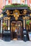 Kneipe das Salisbury in London, Großbritannien Lizenzfreie Stockfotografie