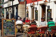 Kneipe entlang Main Street, Gibraltar Lizenzfreie Stockfotos