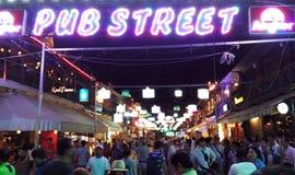 Kneipenstraße in Siem Reap nachts lizenzfreies stockbild