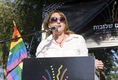 Knessetbauteil, das an der Stolz-Parade spricht lizenzfreies stockfoto