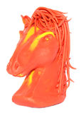 Knetmasse, die pferdeartige Marionette formt Stockbild