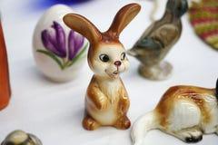 Knick drygi Wielkanocny królik i jajko obraz stock