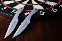 knifes投掷 免版税图库摄影