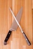 Knifes della cucina isolati su priorità bassa di legno Immagini Stock Libere da Diritti