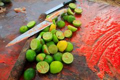 Knifes and lemons for achiote tikinchick sauce Royalty Free Stock Photography