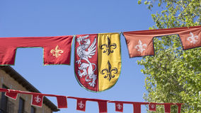 knight, brasões medievais em uma feira antiga tradicional da arte imagens de stock royalty free