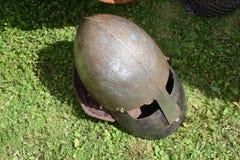 Knight el bascinet del casco del ` s con el klappvisor y el aventail de la protección del chainmail, camail del visera del guardi Imagenes de archivo