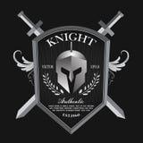 Knight o vetor do logotipo do crachá do vintage do protetor e do capacete ilustração royalty free