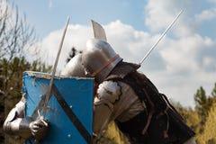 Knight toernooien De ridders in de congregaties vechten in de ring Openbare gebeurtenis in de stad Stock Foto