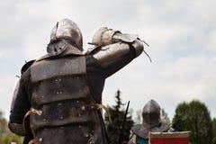 Knight toernooien De ridders in de congregaties vechten in de ring Openbare gebeurtenis in de stad Royalty-vrije Stock Fotografie