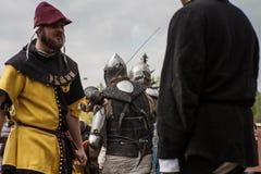 Knight Turnier Die Ritter in den Versammlungen kämpfen im Ring Allgemeines Ereignis in der Stadt Lizenzfreies Stockbild