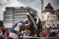 Knight Turnier Die Ritter in den Versammlungen kämpfen im Ring Allgemeines Ereignis in der Stadt Lizenzfreie Stockbilder
