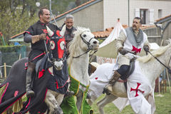 Knights i cavalli di guida Fotografie Stock Libere da Diritti