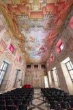 Knights il corridoio nel castello di Slovenska Bistrica con le pitture dell'affresco Fotografia Stock