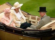Königin Elizabeth II an der Ascotkrawatte Lizenzfreies Stockfoto
