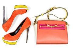 Knip van oranje en gele hoogte hilled de schoenen van de platformpomp stock foto