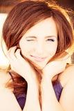 Knipogende vrouw Het glimlachen mannequin Stock Fotografie