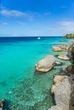 Knipstrand en rotsen - Curacao Meningen royalty-vrije stock afbeeldingen