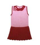Knitted behandla som ett barn klänningen som isoleras på en vitbakgrund Royaltyfri Bild