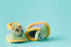 Knitted green baby booties for little boy Stock Photography