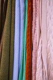 Knitted mång--färgade pläd, filtar, stack tygtexturer i lagret fotografering för bildbyråer