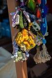 Knitten den traditionella handen för turkisk stil sockor på skärm royaltyfri fotografi