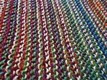 knitting Gebreide multicolored stof Het breien textuur Concept energie De ambachten van de hobbysvrije tijd stock foto