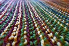 knitting Gebreide multicolored stof Het breien textuur Concept energie De ambachten van de hobbysvrije tijd stock fotografie