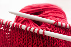 Knitting needles and bordo ball of yarn on white Stock Photography