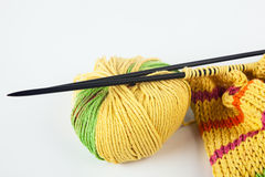 Knitting needles and yarn Royalty Free Stock Photos