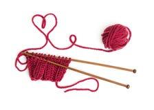 Knitting pattern on wooden needles of woolen threads Stock Photography