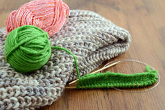 Knitting scarf with wool Royalty Free Stock Photos