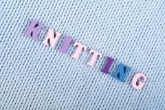 knitting Textura hecha punto azul de la tela Palabra compuesta de letras del alfabeto de ABC Imágenes de archivo libres de regalías