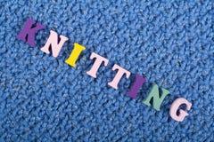 knitting Textura hecha punto azul de la tela Palabra compuesta de letras del alfabeto de ABC Fotos de archivo libres de regalías